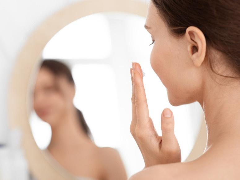 5 منتجات لا غنى عنها لصاحبة البشرة الحساسة